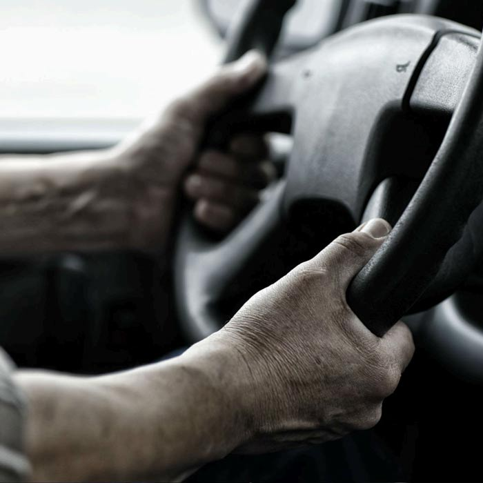 En säkerhetsrådgivare ger guidning kring säkerhet i arbete i trafiken
